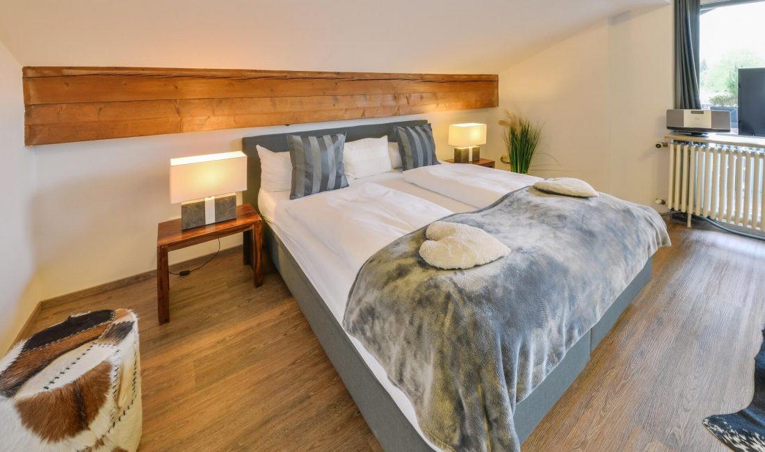Schlafzimmer der Ferienwohnung Alpenblick
