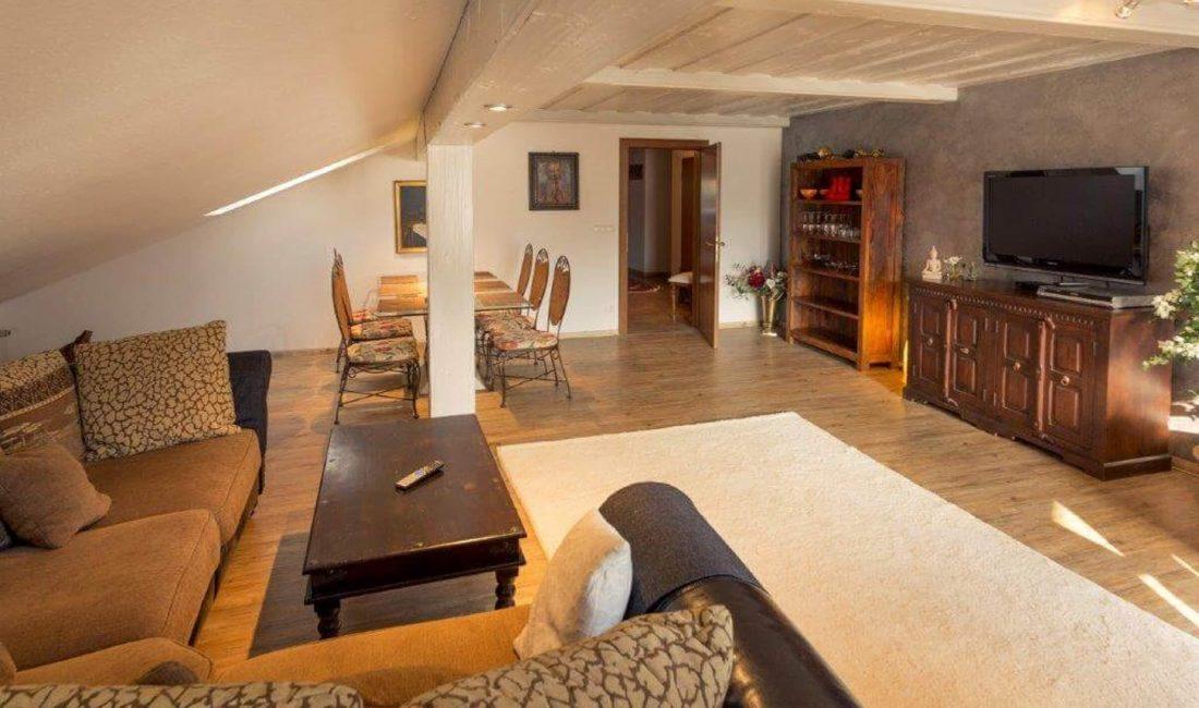Alpen Deluxe Ferienwohnung Kofel Oberammergau Wohnzimmer 3
